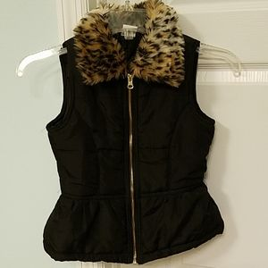 Girls black puffy vest, leopard collar size 7